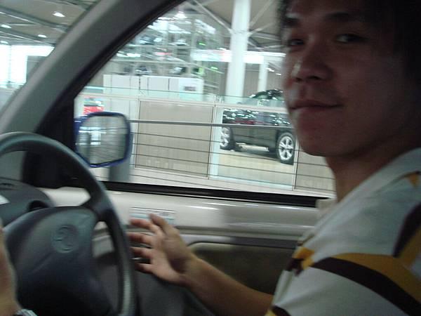日本的汽車都是右駕