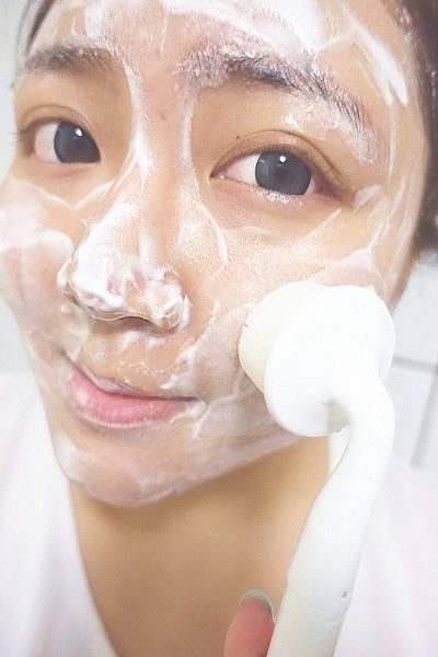 艾波女孩ibo 二合一音波震動潔顏刷+亮眸棒組(洗臉機)B24