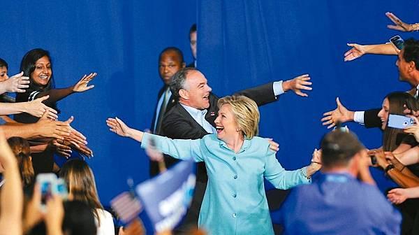 美國民主黨準總統候選人希拉蕊柯林頓和副手凱恩.jpg