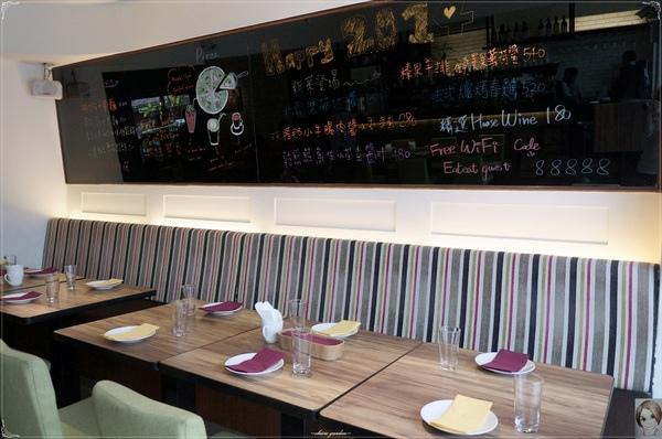 Eat Eat 意義Bistro:[試吃]台北捷運忠孝復興站Eat Eat Bistro~肥美鮮蝦&厚實干貝的美味義大利麵