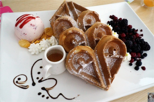 DDC CAFE:台北 捷運忠孝敦化 DDC CAFE~愛心麻糬鬆餅好黏蜜