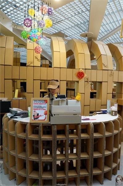 紙箱王火車餐廳(烏日店):[台中追五月天小旅行]台中 新烏日火車站~紙箱王之火車站限定版