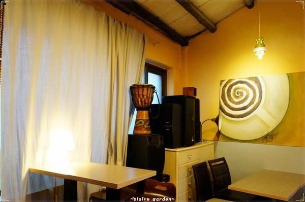 Orange Café看電車咖啡館:台北捷運士林站 看電車咖啡館~夜市裡的小寂靜