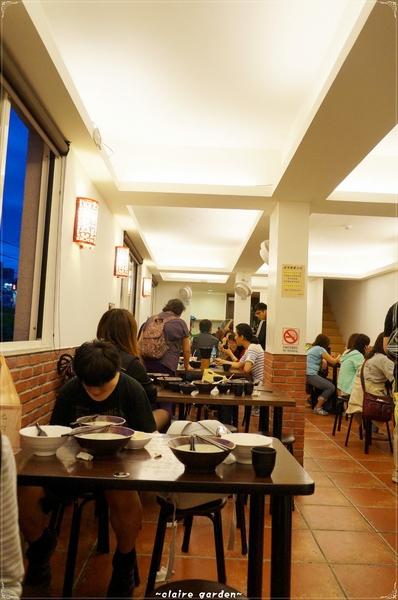 黑殿飯店DARK PALACE TAIWANESE GOURMET(右岸店):[淡水地圖漫步行]台北 淡水 黑殿飯店~巧遇的老牌古滋味