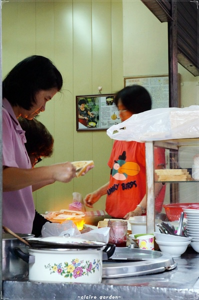台南武廟碳烤土司:[漫步中西區]台南 武廟炭烤三明治~阿婆是有鐵砂掌嗎??