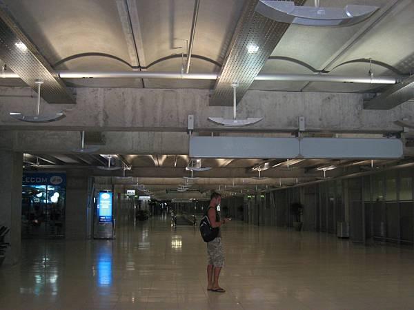 曼谷新機場--裝置藝術,但我看起來像未完工程