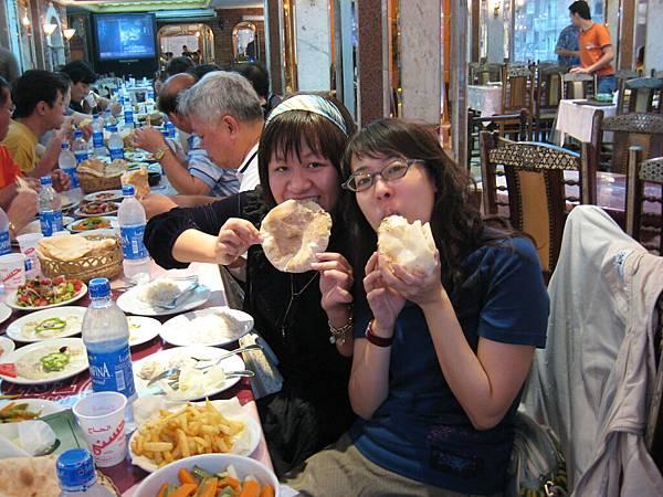 IMG_0514第一天晚餐...(傳統的埃及餅,之後吃飯都常見到)