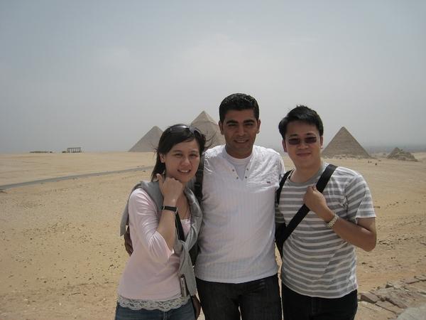 埃及day1-身後是吉薩金字塔群,三個法老王的金字塔