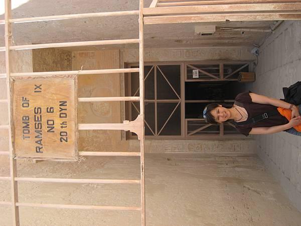 IMG_1061-帝王谷中選的三個墓--2nd(唯一可以看到天空之神的)