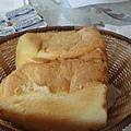 44.貓腳印民宿早餐-超鬆軟的麵包.JPG