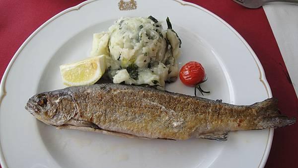 030.湖畔鱒魚餐