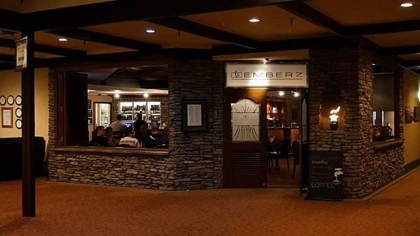 DSC07880.Ascot Park Hotel