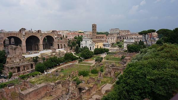 DSC01904.帕拉提諾之丘俯瞰羅馬議事廣場