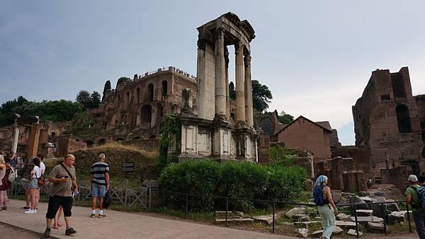 DSC01930. 貞女神殿 Tempio di Vesta