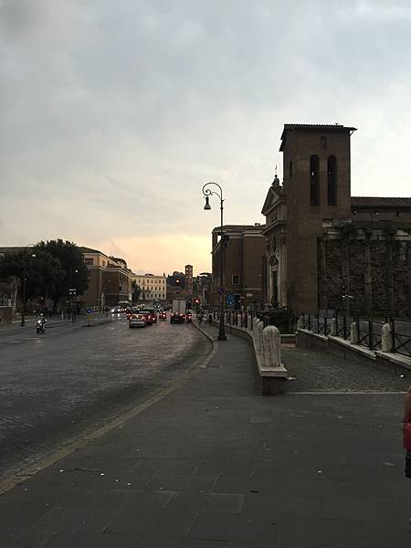 2015-06-08 16.49.41_羅馬街頭黃昏