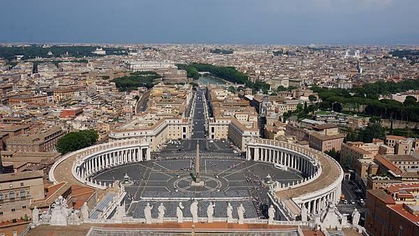 DSC02086.從聖彼得大教堂圓頂俯瞰聖彼得廣場與羅馬