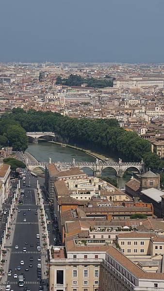 DSC02097.從聖彼得大教堂圓頂俯瞰聖彼得廣場與羅馬