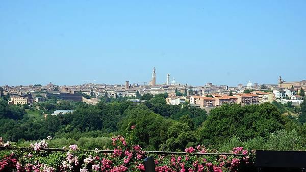DSC02228.從旅館遠眺Siena