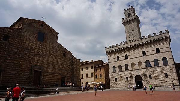 DSC02454.Palazzo comunale & 教堂