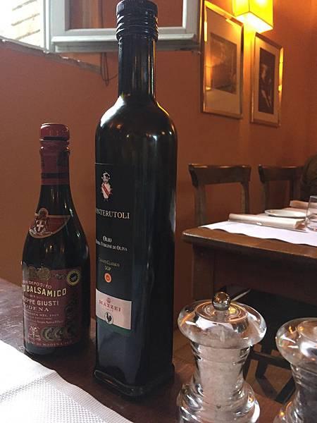 2015-06-12 20.23.36_鳳都酒莊晚餐_橄欖油和葡萄酒醋
