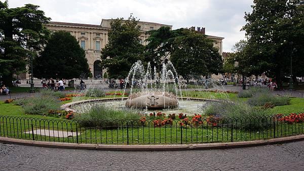 DSC03239.布拉廣場 Piazza Bra
