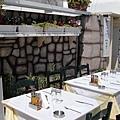 1464.在這裡吃飯感覺應該不錯~在國外待了一陣子以後  總是很喜歡待在戶外用餐