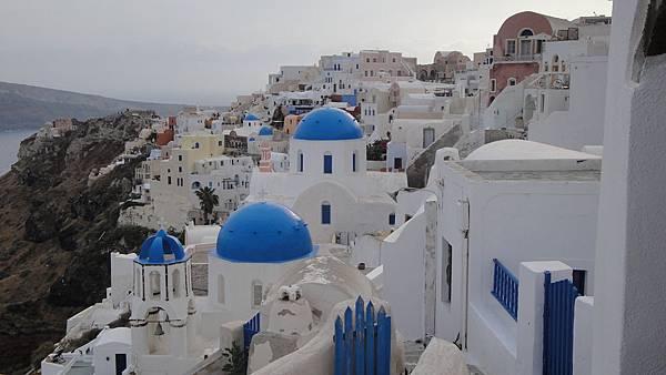 2256.Oia (伊亞)~伊亞的3個藍色圓頂小教堂