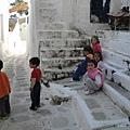 1579.在路旁玩樂的希臘小孩