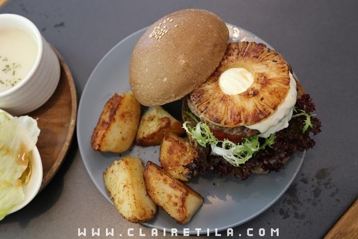 Pond Burger Cafe (32).JPG