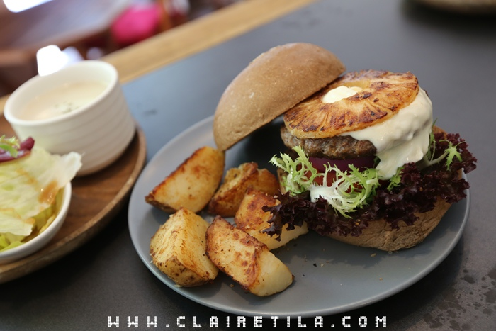 Pond Burger Cafe (31).JPG