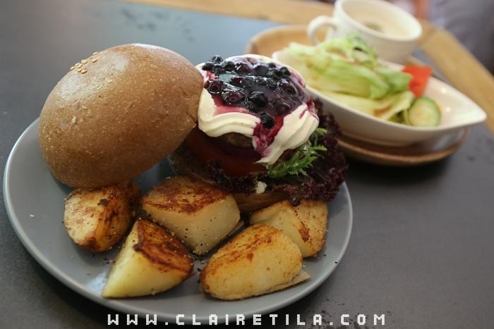 Pond Burger Cafe (34).JPG