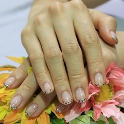 鑽石糖般的法式亮片指甲彩繪.jpg