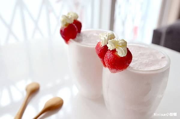 草莓蜂蜜牛奶冰沙10.jpg