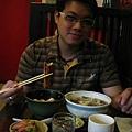 Neo吃的是鰻魚飯跟牛肉鳥龍麵