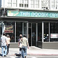 東西不錯吃但實景跟網頁有落差再加上waitress超機車的Osha Thai Noodle Cafe (696 Geary St. @ Leavenworth)