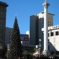 Union Square: a TALL Christmas tree & Alma de Bretteville Spreckels