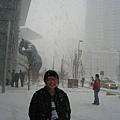明明就很大雪又冷得要命.還硬是要拍照!