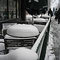 Starbucks外桌椅上的積雪