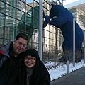 在大藍熊前面...
