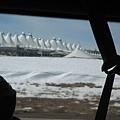 遠看機場像是馬戲團的帳篷-_-