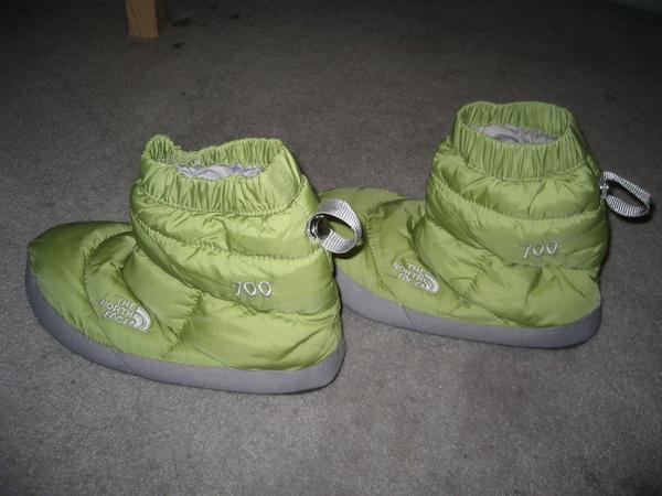 Nordstrom Rack買的兩隻左腳THE NORTH FACE可愛蘋果綠短靴