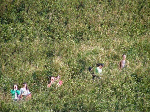 嘿嘿~照相的就是沒有去爬山的兩人唷.JPG
