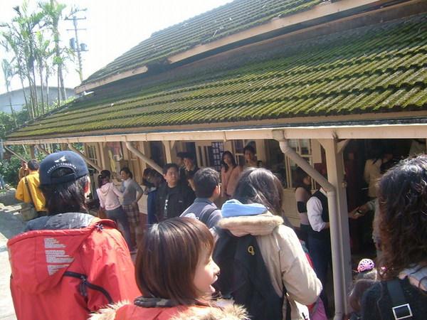 熱鬧的菁桐火車站.JPG