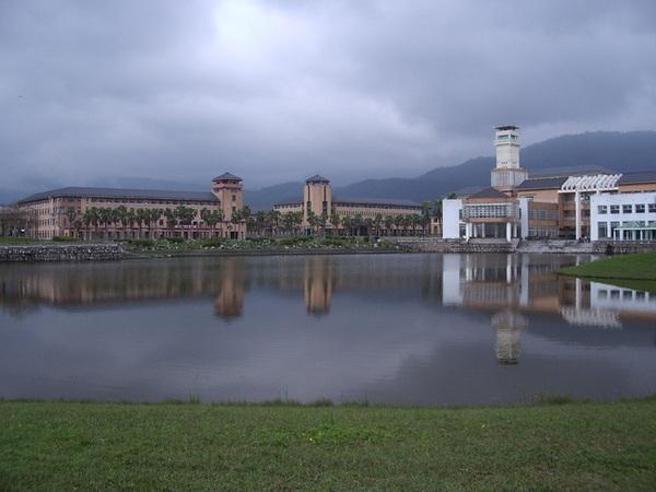 東華大學東湖.JPG
