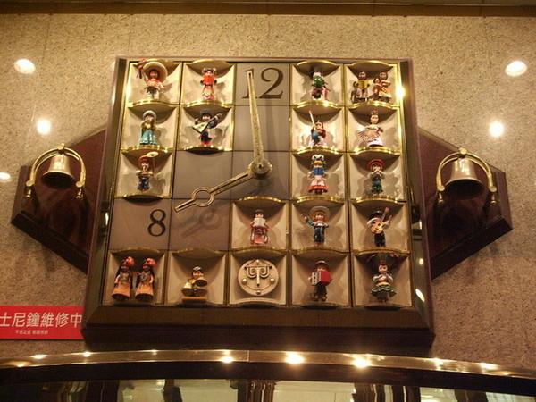 台中SOGO的時鐘....J