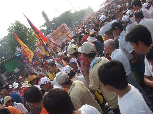 人超多東港王船祭