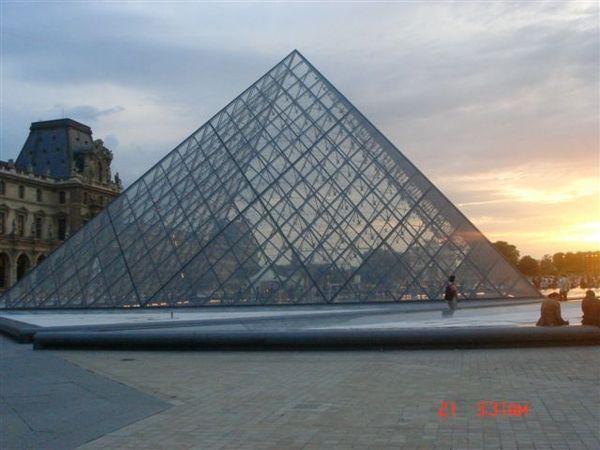 夕陽下的羅浮宮