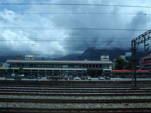 遠拍花蓮火車站後站
