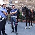 佛羅倫斯-廣場上悠閒的騎兵.JPG
