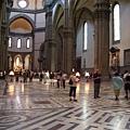 聖母百花教堂-人潮顯得不擁擠.JPG